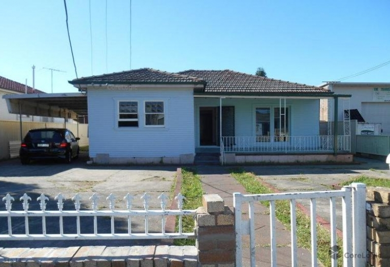 Large 5 bedroom house in good location