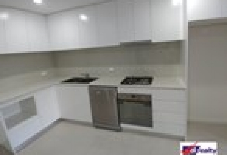 Great Brand New Huge Apartment Close to All Amenities (Just Listed)