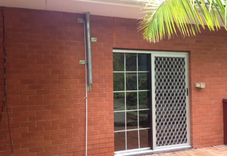 Huge 4bm  house with 1 bedroom flat for rent