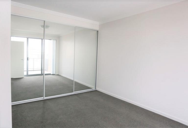 Huge 90sqm 1 bedroom apartment