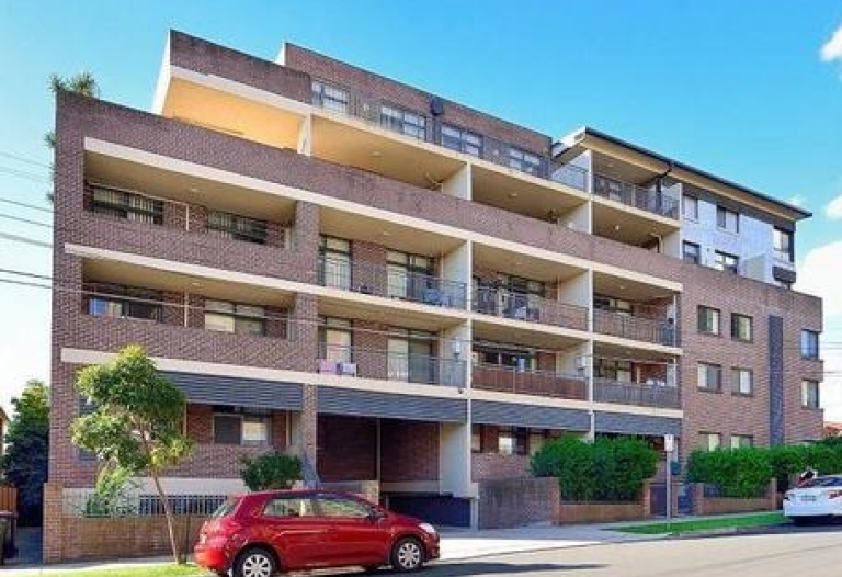 Leased close to Lidcombe station 2bm with courtyard for rent