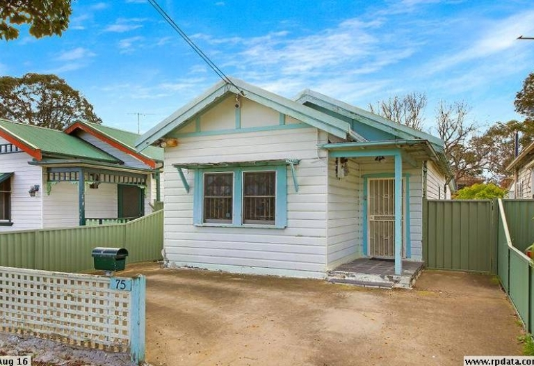 """3 bedroom house for rent"" Deposit taken"